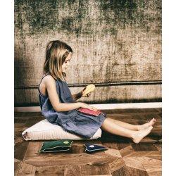 Pufa dla dzieci trójkątna z płatkami sosny - pudrowy róż