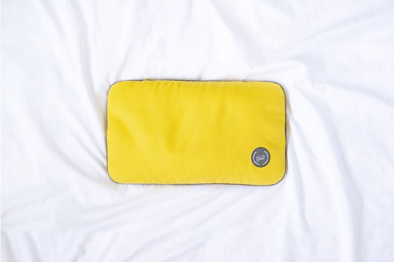 TRAVEL PILLOW WITH EMMER HUSK GREY/GREY/YELLOW